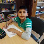 Kind beim lernen in der LernOase Mondsee